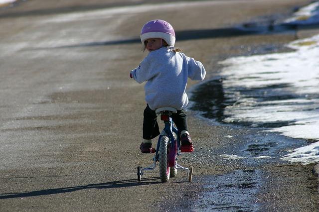 holčička na kole