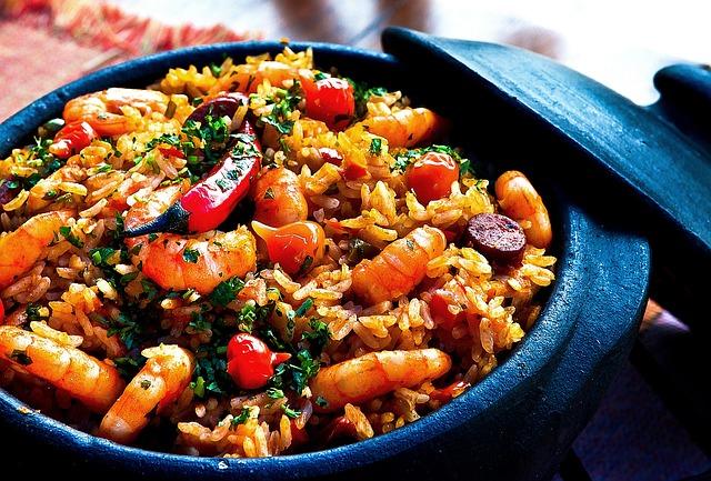 krevety s rýží v hrnci