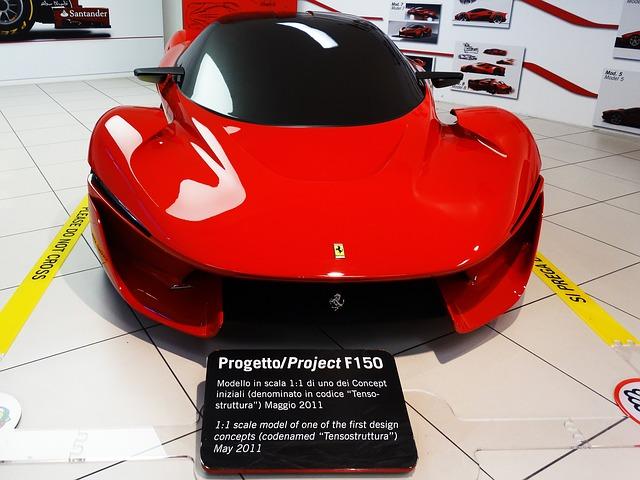 moderní Ferrari v autosalonu