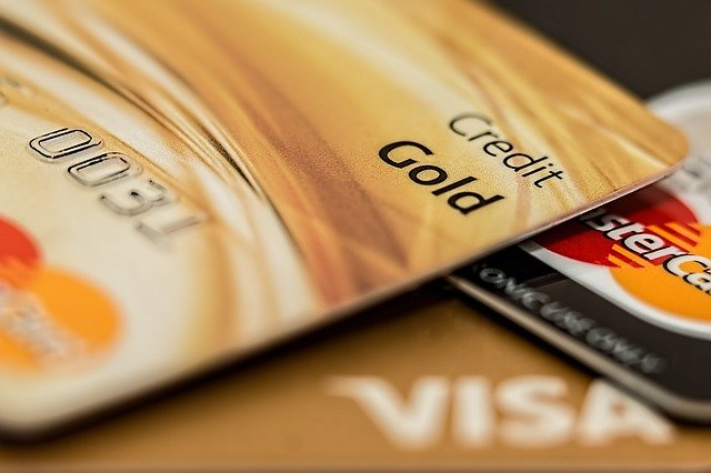 detail zlaté kreditní karty