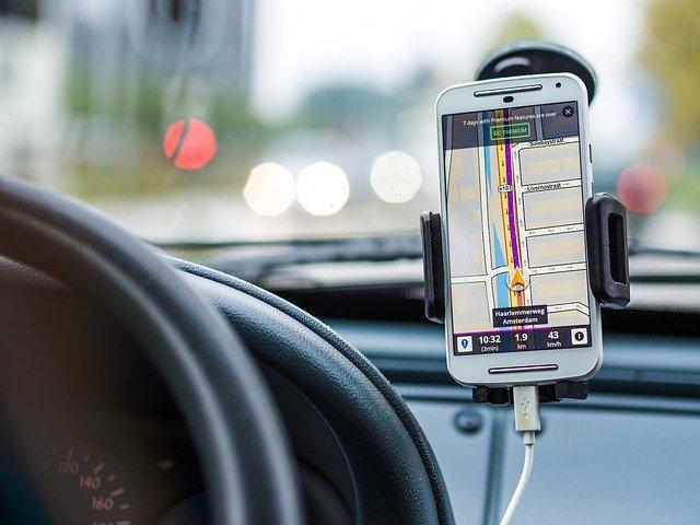 spuštěná navigace v mobilním telefonu
