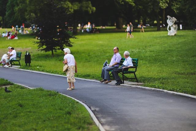senior v parku