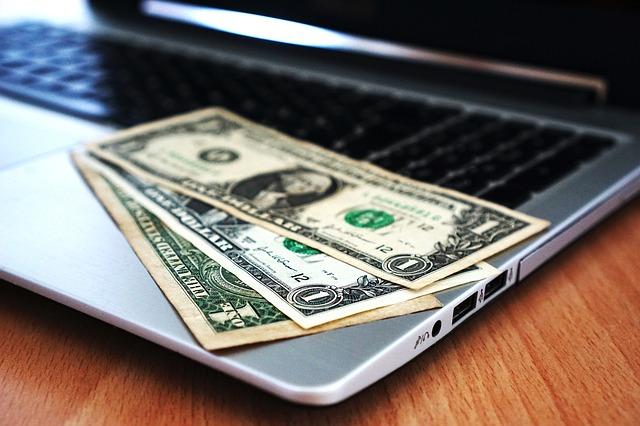 peníze na počítač