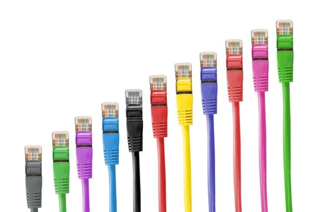 barevné kabely internet