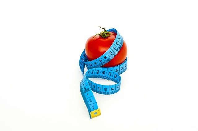 rajče a modrý metr