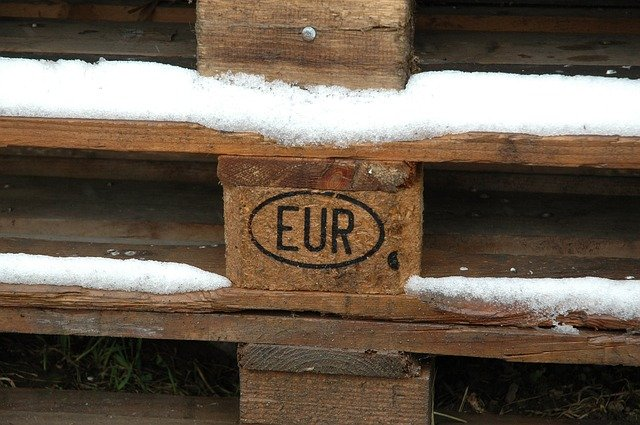 detail zasněžené EURO palety