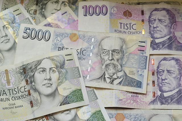České koruny v bankovkách