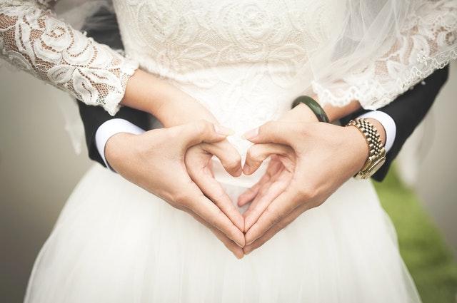 ruce ve tvaru srdce