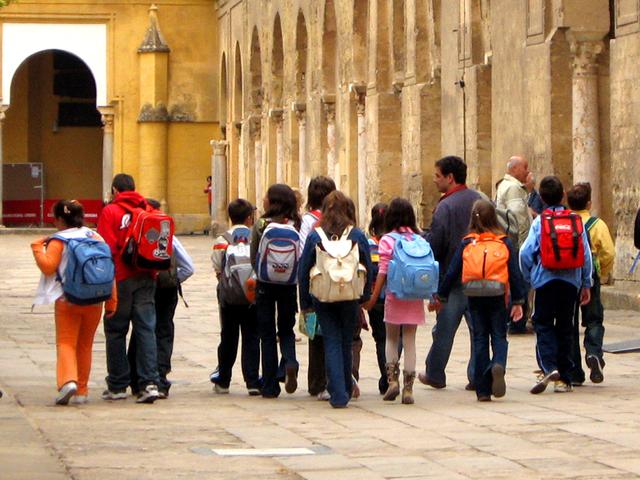 děti s batohy