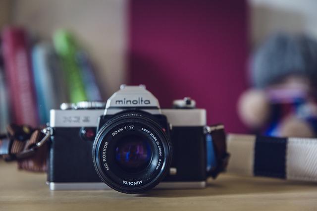 fotoaparát na stole
