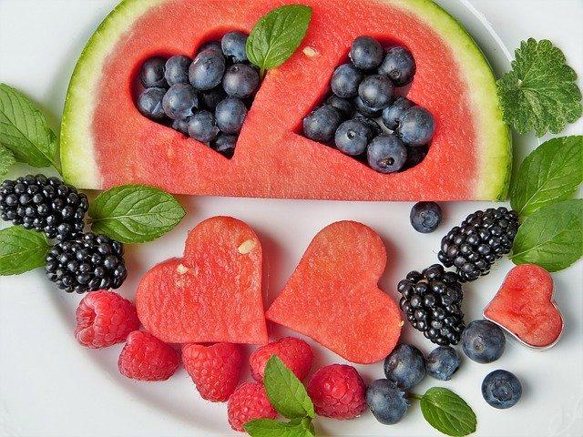 ovoce, meloun, borůvky, ostružiny
